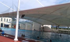 夏季游泳池和膜结构遮阳棚的搭配组合